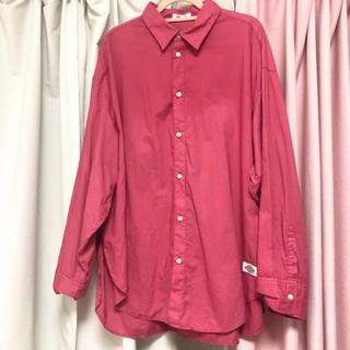 FRAY I.D - FRAYI.D 〔Dickiesコラボ〕ピンクシャツ