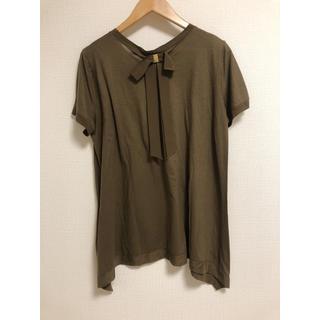 サルヴァトーレフェラガモ(Salvatore Ferragamo)のバックリボンTシャツ カーキ(Tシャツ(半袖/袖なし))
