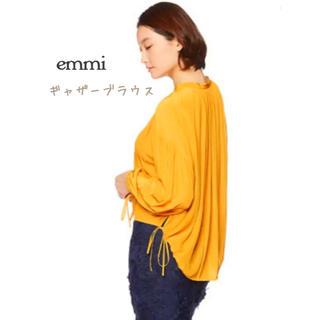 エミアトリエ(emmi atelier)の【emmi】ギャザーブラウス/イエロー(シャツ/ブラウス(長袖/七分))