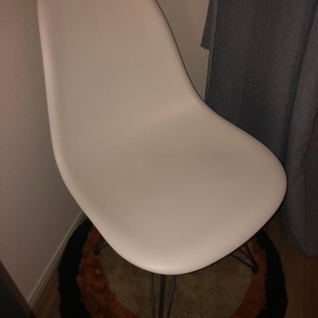 EAMES(イームズ)のイームズ  白 チェア インテリア/住まい/日用品の椅子/チェア(ダイニングチェア)の商品写真