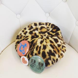 ヴィヴィアンウエストウッド(Vivienne Westwood)のヴィヴィアン♡缶バッジ付き!レオパヒョウ柄ベレー帽♡(ハンチング/ベレー帽)