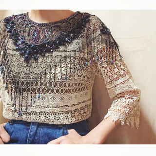 Lochie - vintage 70s beads embroidery collar