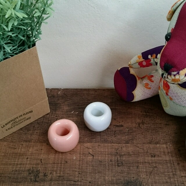 MUJI (無印良品)(ムジルシリョウヒン)の無印良品 白磁 歯ブラシスタンド 2個 インテリア/住まい/日用品のインテリア小物(その他)の商品写真