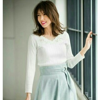 JUSGLITTY - 新品タグ付き JUSGLITTY❤モール刺繍長袖プルオーバー ホワイト