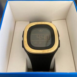 アディダス(adidas)のadidas デジタル時計 黒 ゴールド(腕時計(デジタル))