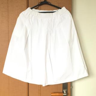 イッカ(ikka)の白スカート(ひざ丈スカート)
