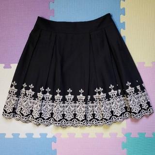 ドーリーガールバイアナスイ(DOLLY GIRL BY ANNA SUI)の【美品】ANNA SUI DOLLY GIRLの刺繍が豪華なスカート♪(ひざ丈スカート)