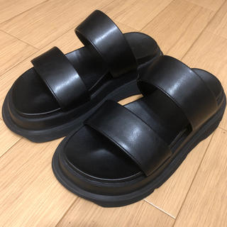 JULIUS - JULIUS 19SS OVARLAYING BAND SANDALS