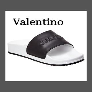 ヴァレンティノ(VALENTINO)のVALENTINO BY MARIO VALENTINOロゴ フラットサンダル(ビーチサンダル)