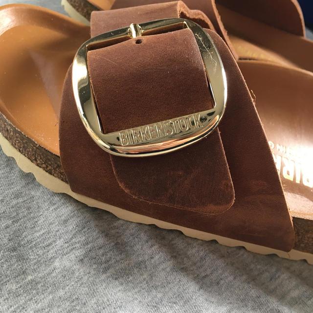 BIRKENSTOCK(ビルケンシュトック)のビルケンシュトック ビッグバックル コニャック 39 レディースの靴/シューズ(サンダル)の商品写真