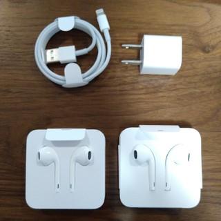 アイフォーン(iPhone)の【未使用】iPhone純正イヤホン2個 電源アダプタ コードセット(その他)