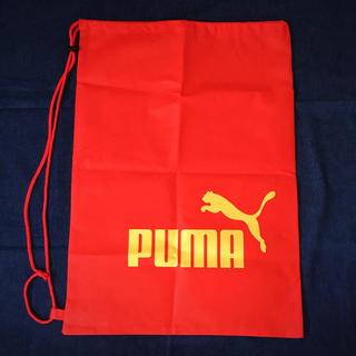 プーマ(PUMA)のプーマ 不織布素材肩掛け型巾着袋 大きめ(日用品/生活雑貨)