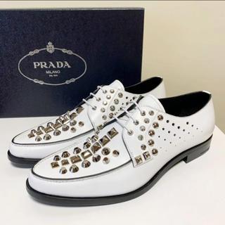 プラダ(PRADA)の☆新品 プラダ シルバー スタッズ レースアップ シューズ 白 イタリア製 革靴(ドレス/ビジネス)