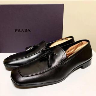 プラダ(PRADA)の☆美品 プラダ タッセル レザー ローファー シューズ 黒 イタリア製 革靴(ドレス/ビジネス)