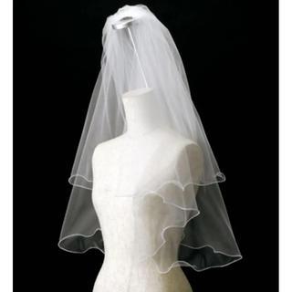 新品・未使用品 ウェディング ベール コーム付 二段 フリル カーブ メロウ(ウェディングドレス)