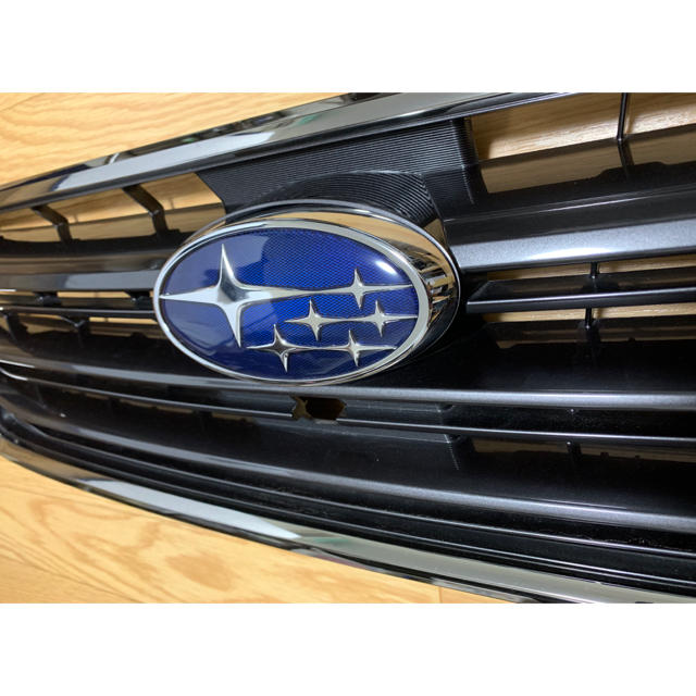 スバル(スバル)のレヴォーグ フロントグリル STi 自動車/バイクの自動車(車種別パーツ)の商品写真