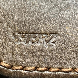 ヘルツ(HERZ)のHerz 紙幣用財布とガラケーサイズ用ベルトポーチ(名刺入れ/定期入れ)