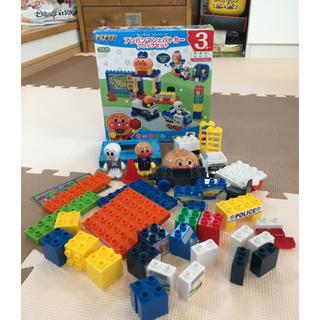 バンダイ(BANDAI)のアンパンマンとパトカーブロックセット(知育玩具)