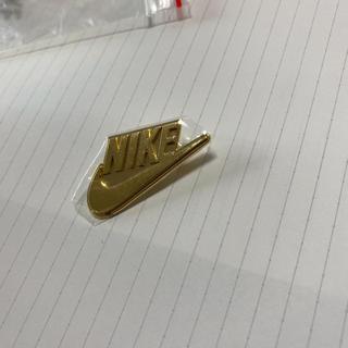 ナイキ(NIKE)のナイキ ピンバッジ ロゴ(バッジ/ピンバッジ)