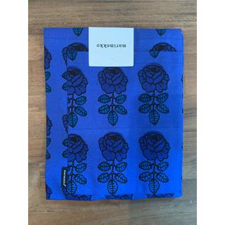 マリメッコ(marimekko)のmarimekko  vihkiruusu エプロン ブルー 未使用品(収納/キッチン雑貨)