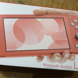 ニンテンドースイッチ(Nintendo Switch)のニンテンドースイッチライト。コーラル新品未使用。(携帯用ゲーム機本体)
