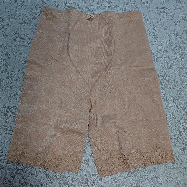 シャルレ(シャルレ)のシャルレガードル(セミロング)です。 レディースの下着/アンダーウェア(その他)の商品写真
