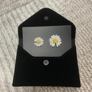 ピースマイナスワン(PEACEMINUSONE)のPMO DAISY PIN SET #1 YELLOW(バッジ/ピンバッジ)
