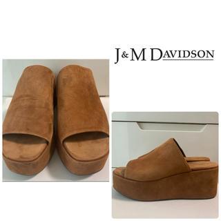 ジェイアンドエムデヴィッドソン(J&M DAVIDSON)のJ&M DAVIDSON ブラウンスエード サンダル(サンダル)