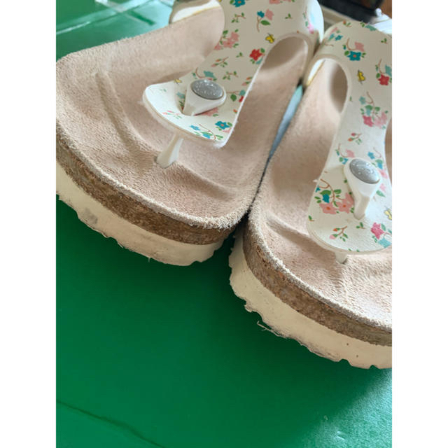 BIRKENSTOCK(ビルケンシュトック)のビルケンシュトック パピリオ サンダル 白 花柄 レディースの靴/シューズ(サンダル)の商品写真