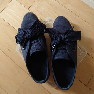 アディダス(adidas)のアディダスリレースロースニーカー24.5cm紺リボン(スニーカー)