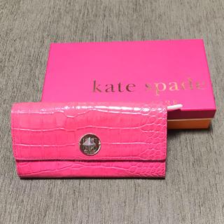 kate spade new york - ケイトスペード長財布クロコ型押しレザーピンク派手可愛いウォレット
