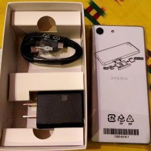 SONY(ソニー)のXperia Ace ホワイト SIMフリー新品 未使用 コンパクト スマホ/家電/カメラのスマートフォン/携帯電話(スマートフォン本体)の商品写真