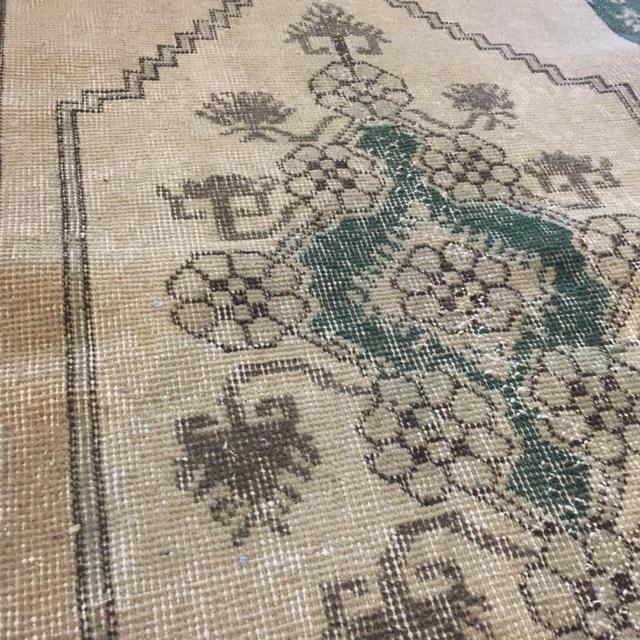 ACTUS(アクタス)の花柄ヴィンテージラグ 絨毯 玄関マット インテリア/住まい/日用品のラグ/カーペット/マット(玄関マット)の商品写真
