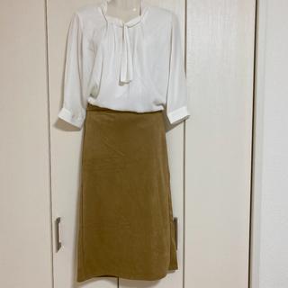 ジーユー(GU)のサテン素材 タイトスカート キャメル(ひざ丈スカート)