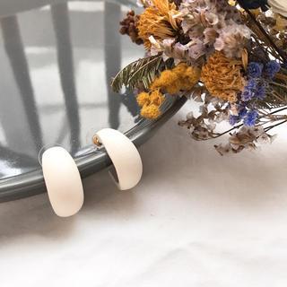 ジャーナルスタンダード(JOURNAL STANDARD)のSALE!【WP-3B】wood hoop pirce-white-(ピアス)