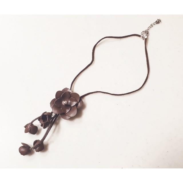 三越(ミツコシ)の百貨店購入本革レザーネックレスリリーブラウンスナイデルデイシー レディースのアクセサリー(ネックレス)の商品写真