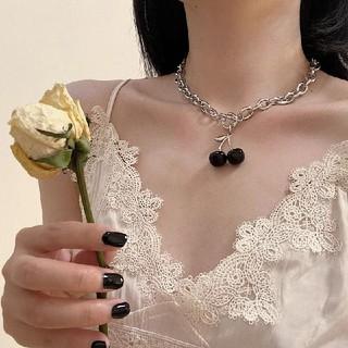 UNIF - black cherry necklace 🖤