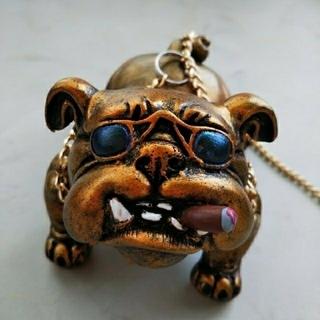 金犬★ダッシュボード飾り【新品】滑り止めマットをプレゼント 犬の置物 ブルドッグ(車内アクセサリ)