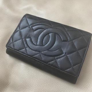 シャネル(CHANEL)のシャネル*財布 黒 ゴールド 折りたたみ財布 シリアルナンバー刻印有 確実正規品(折り財布)