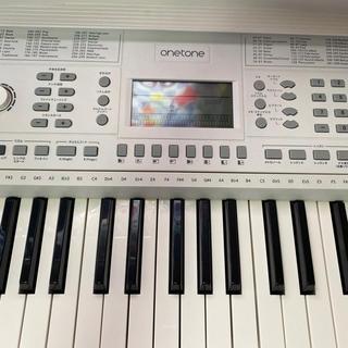 ONETONE 電子キーボード 61鍵盤(ホワイト)(電子ピアノ)