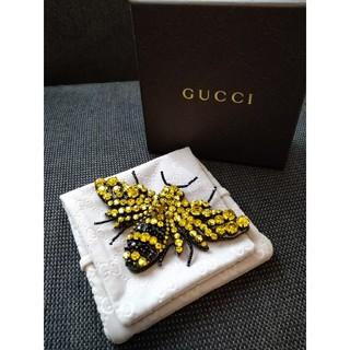 グッチ(Gucci)の新品未使用Gucci蜂ブローチ 箱付き(ブローチ/コサージュ)