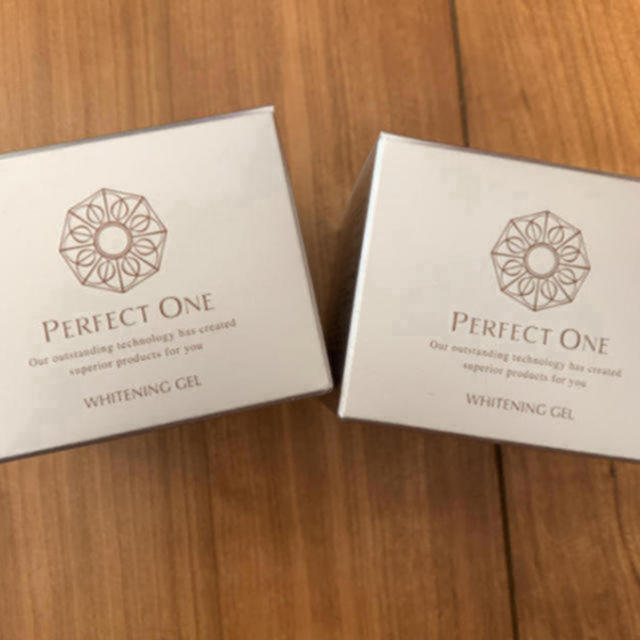 PERFECT ONE(パーフェクトワン)のパーフェクトワン 薬用ホワイトニングジェル コスメ/美容のスキンケア/基礎化粧品(オールインワン化粧品)の商品写真