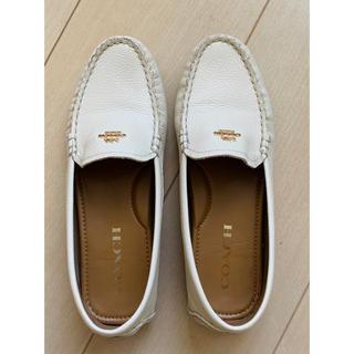 コーチ(COACH)のコーチ COACH 靴 ローファー 白色 革(ローファー/革靴)