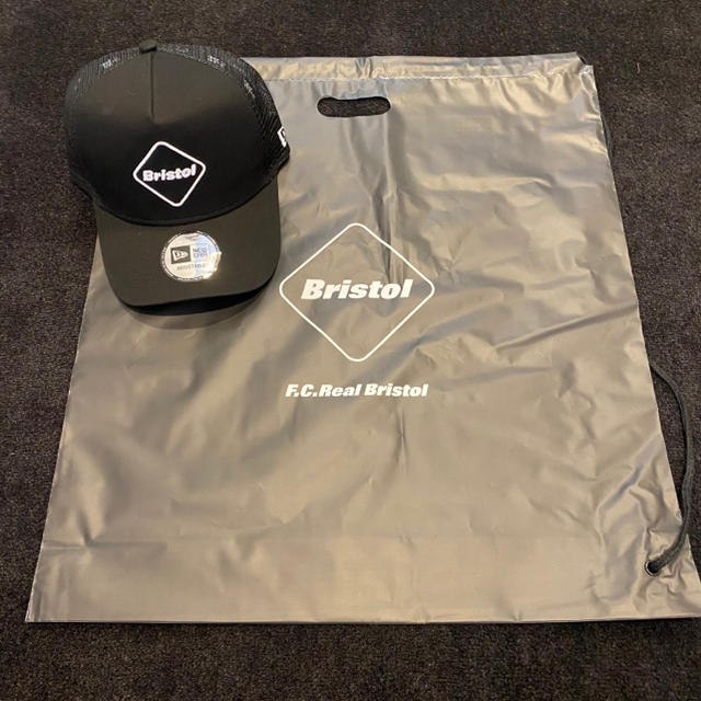 F.C.R.B.(エフシーアールビー)の新品 FCRB NEWERA MESHCAP メッシュキャップ 黒 メンズの帽子(キャップ)の商品写真