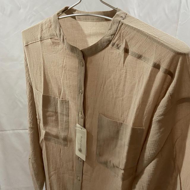 Mila Owen(ミラオーウェン)の【新品タグ付き】♡Riche glamour♡綿楊柳バンドカラーシャツ ベージュ レディースのトップス(シャツ/ブラウス(長袖/七分))の商品写真