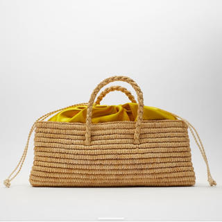 ZARA - ZARA  ナチュラルカラーラフィアバスケット かごバッグ 横長 黄色 カゴ