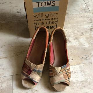トムズ(TOMS)の最終価格!TOMS 23cm マドラスチェックウェッジサンダル(サンダル)
