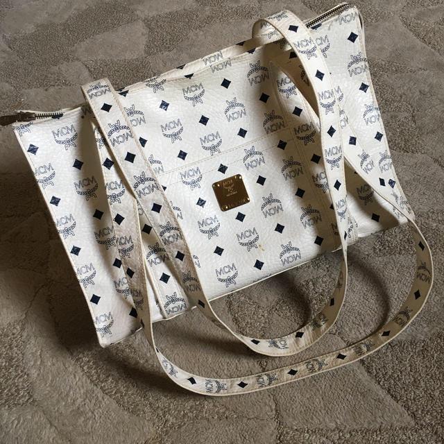 MCM(エムシーエム)の希少 ヴィンテージ MCM ロゴグラム ホワイト トート レディースのバッグ(トートバッグ)の商品写真