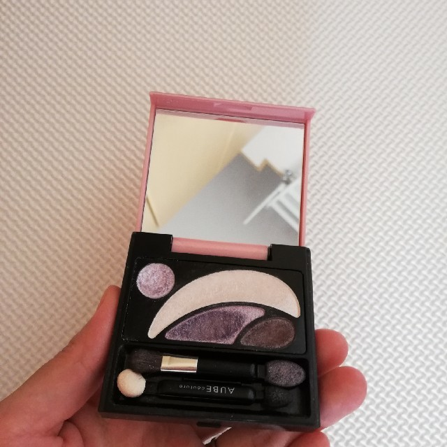AUBE couture(オーブクチュール)のオーブクチュール パープル アイシャドウ コスメ/美容のベースメイク/化粧品(アイシャドウ)の商品写真