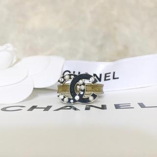 シャネル(CHANEL)の正規品 シャネル 指輪 ココマーク パール ストーン ゴールド ラメ 黒 リング(リング(指輪))